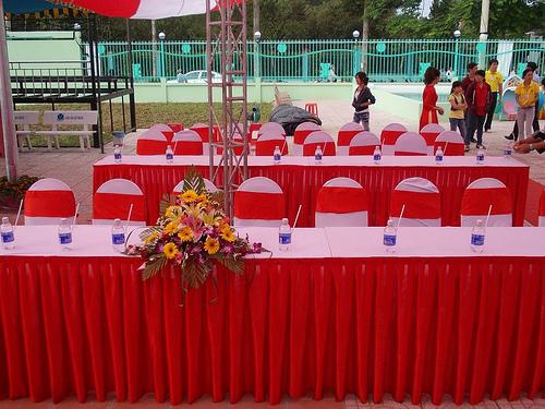 Cho thuê bàn, ghế, thảm trải -03